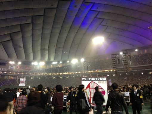 Arriving in the arena of the Tokyo Dome.  Already full of audience in the 50,000-capacity venue.