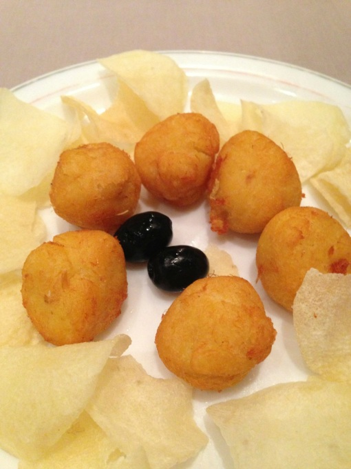 Cod croquettes with homemade potato chips