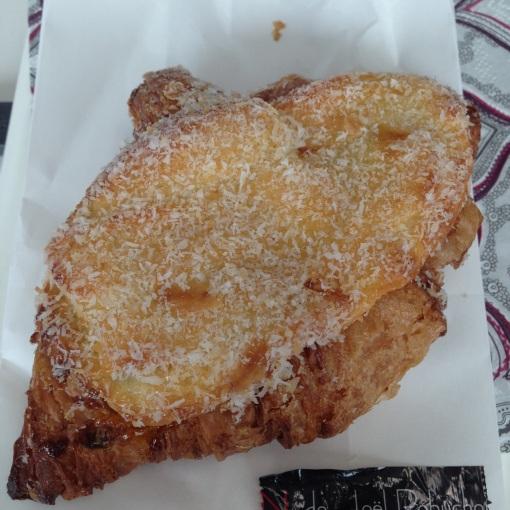 Croissant with mango jam and cream cheese custard